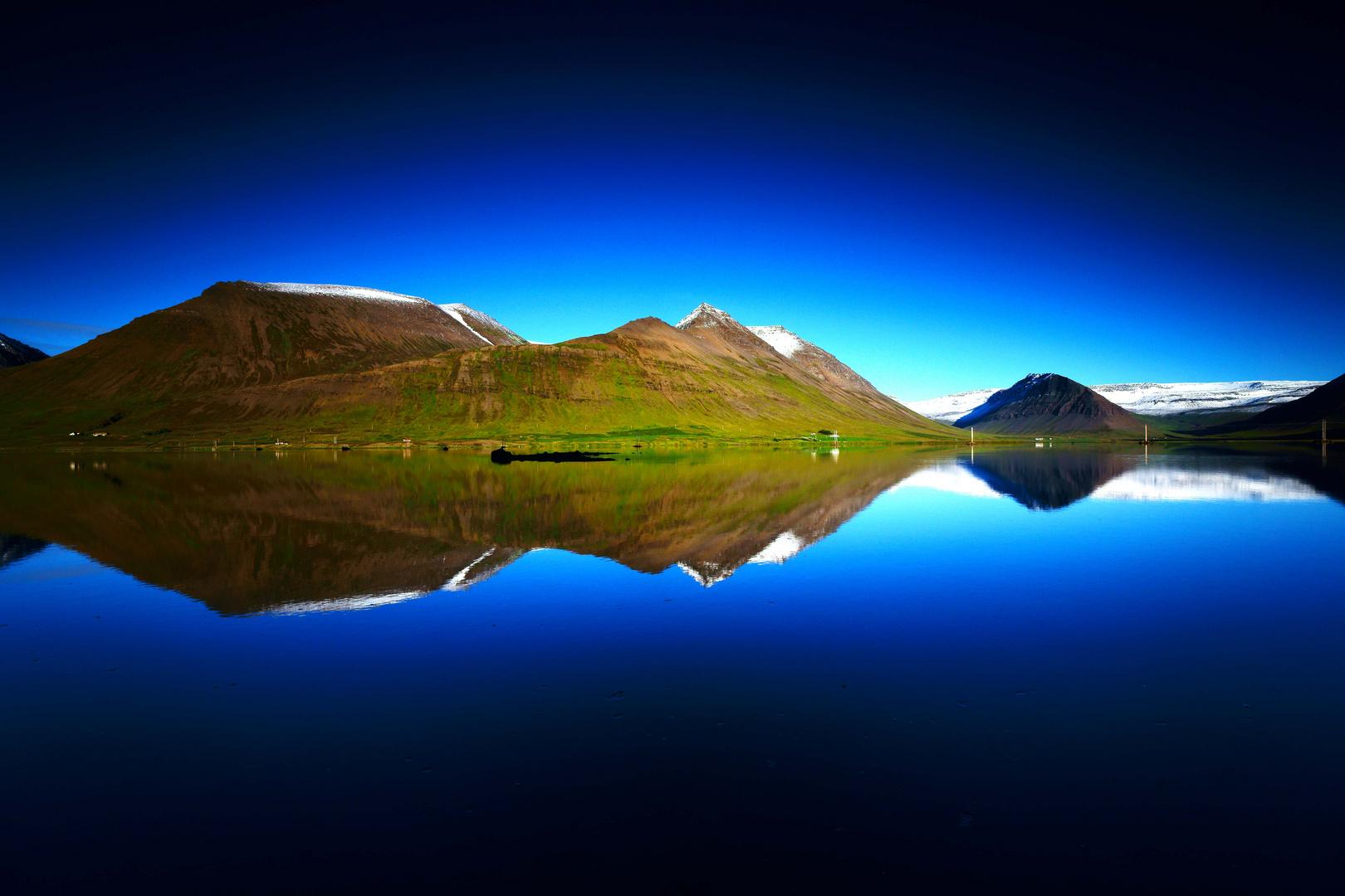 mirror on the sea