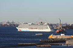 Miss Liberty winkt der Norwegian zum Abschied