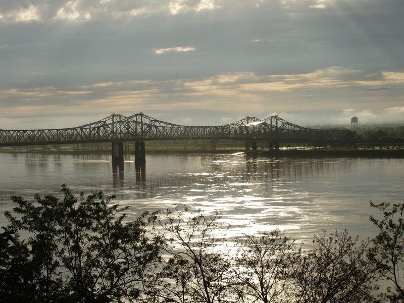 Mississippi Brücke bei Natchez nach Regen
