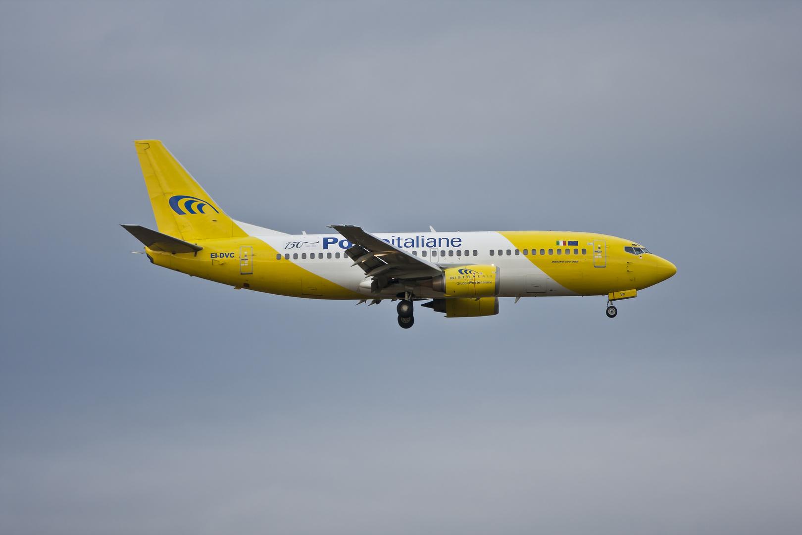 Mistral Air Boeing 737-33A mit 150 Jahre Sticker '' POSTA ITALIANE ''