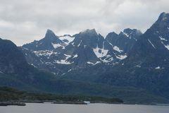 Mistsommernacht im Raftsund (Norwegen)