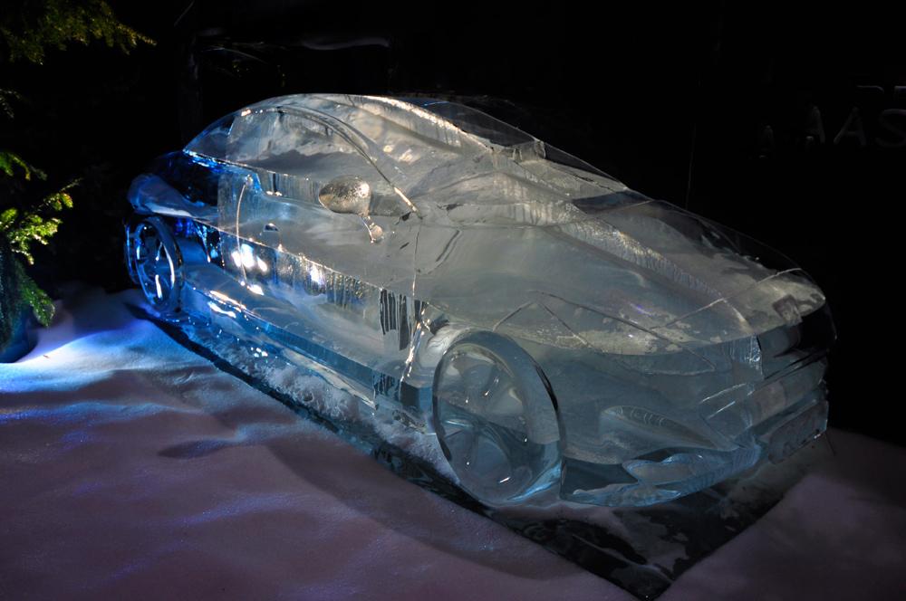 Mit dem Auto aus Eis kommen wir bestimmt bald im Frühling an