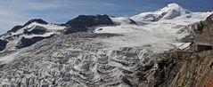 Mit dem Blick in den herrlichen Fee Gletscher unter dem Allalinhorn 4027m hoch...