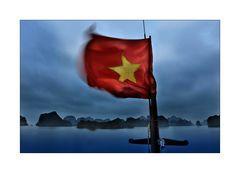 Mit dem Boot durch die Halong Bucht