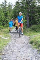 Mit dem Einrad in den Bergen unterwegs
