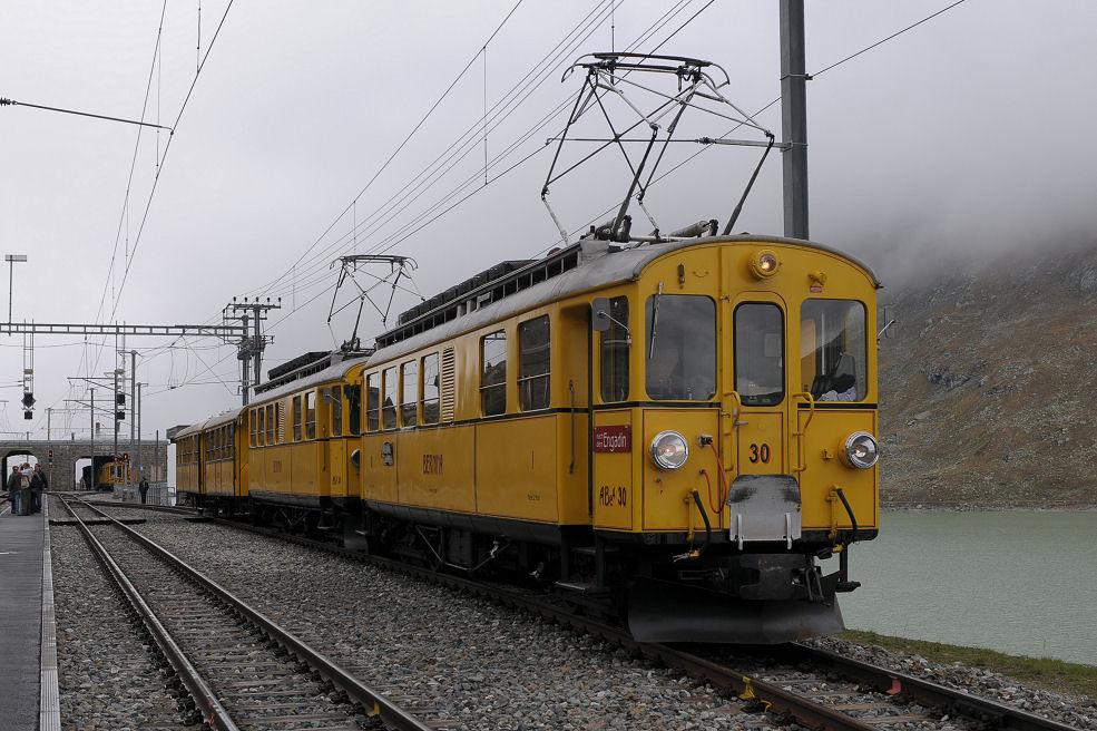 Mit dem gelben Züglein unterwegs - Zwischenhalt beim Ospizio Bernina