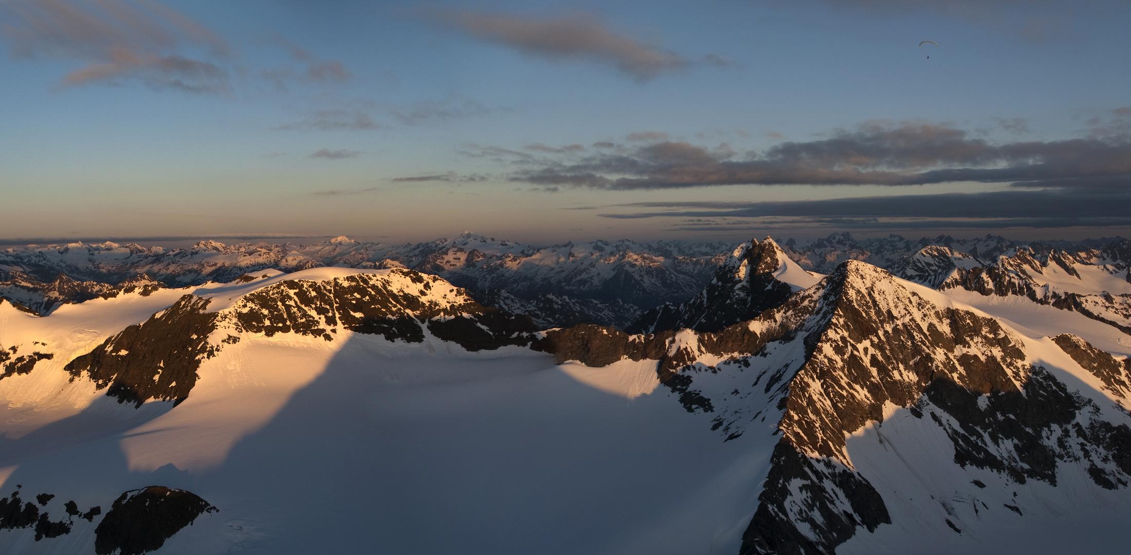 Mit dem Gleitschirm übern Zückerhütl Stubaier Alpen