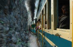 Mit dem Nilgiri Express durch die Berge,