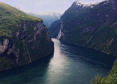 Mit dem Postboot durch die engsten Fjorde