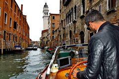 Mit dem Riva Wassertaxi durch Venedig