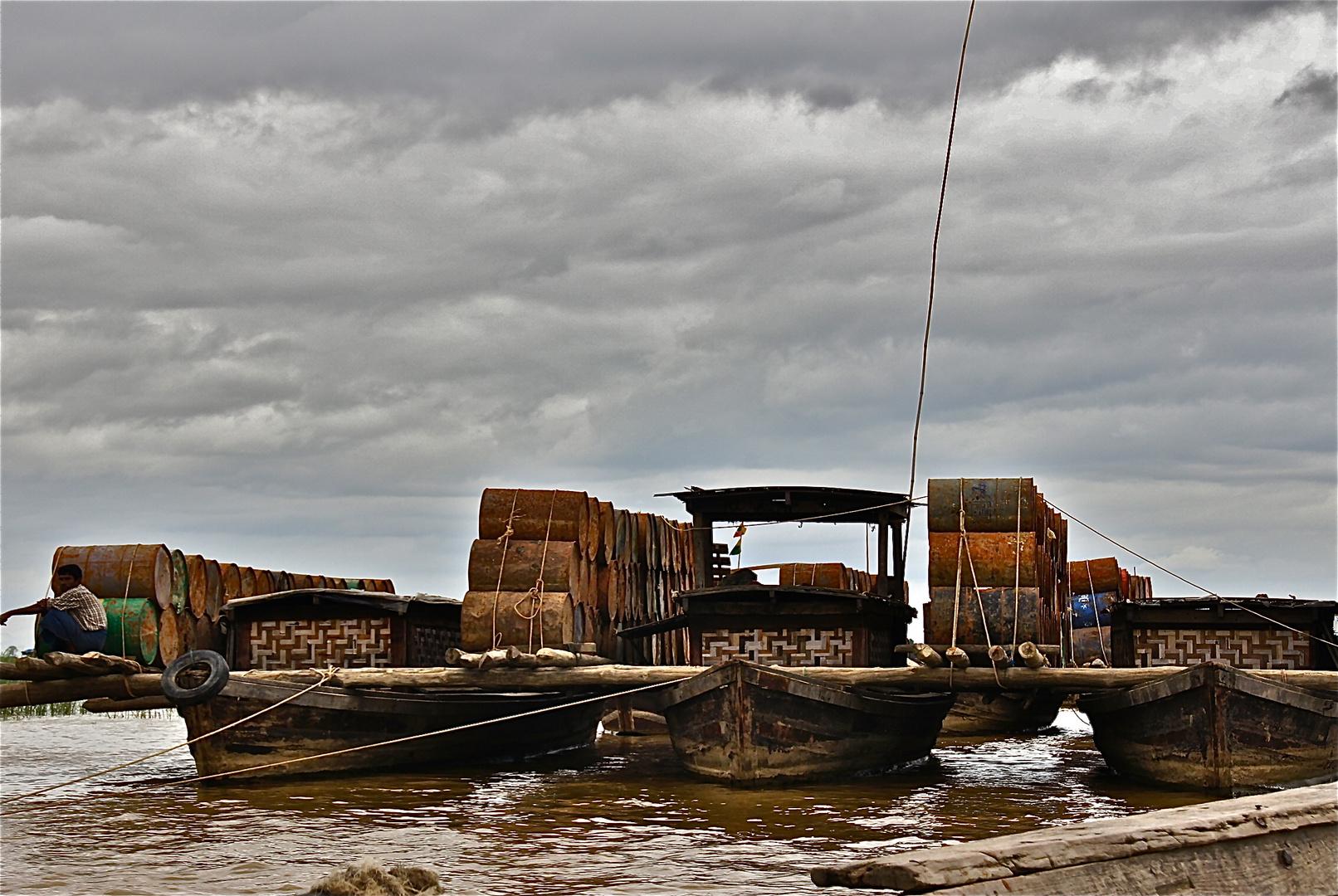 mit dem trimaran am irrawaddy,, burma 2011