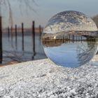 Mit der Glaskugel am Haseldorfer Hafen