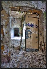 ...Mit der Tür in´s Haus gefallen...