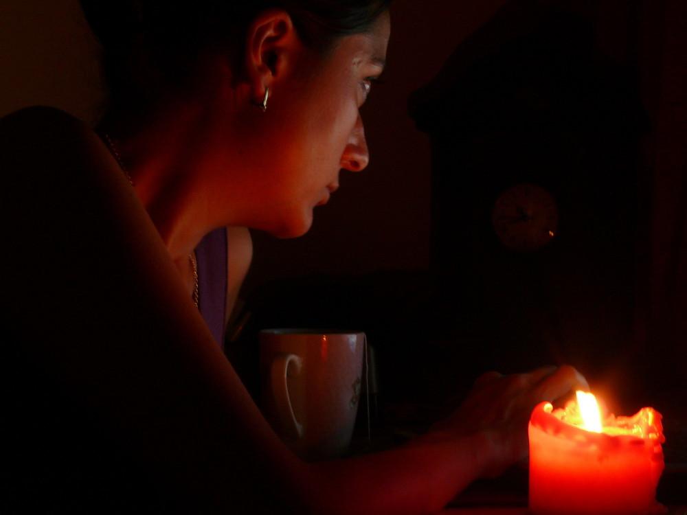 mit Kerzenlicht