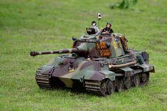 """Mit Panzer auf dem """"Schlachtfeld"""" in Nachbars Garten"""