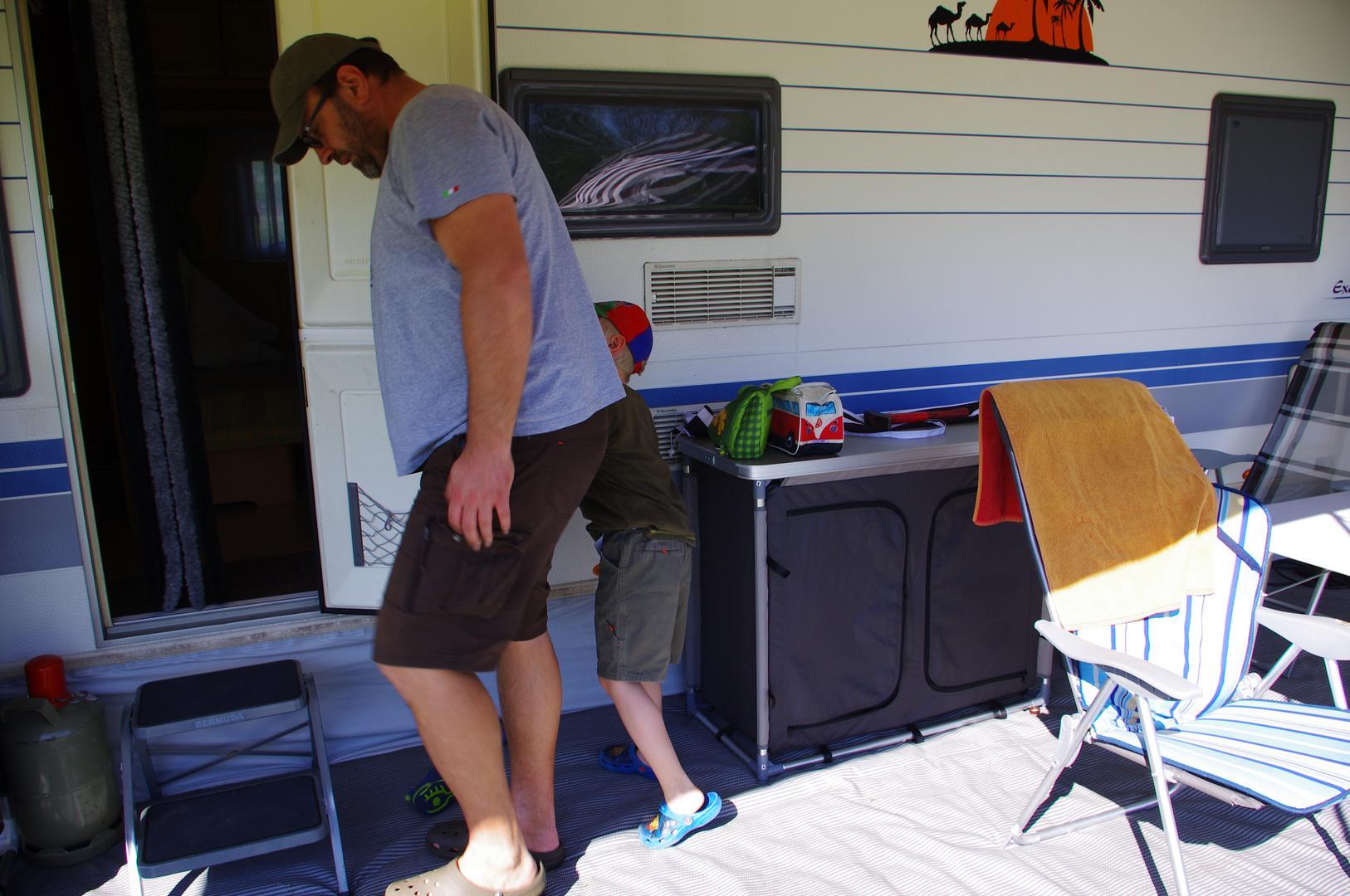 mit Sohn und Enkel mit Wohnwagen in Holland