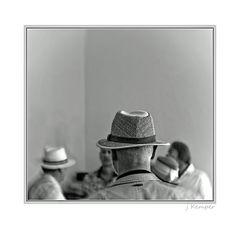 - mit und ohne Hut -