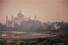 Mittag am Taj Mahal...