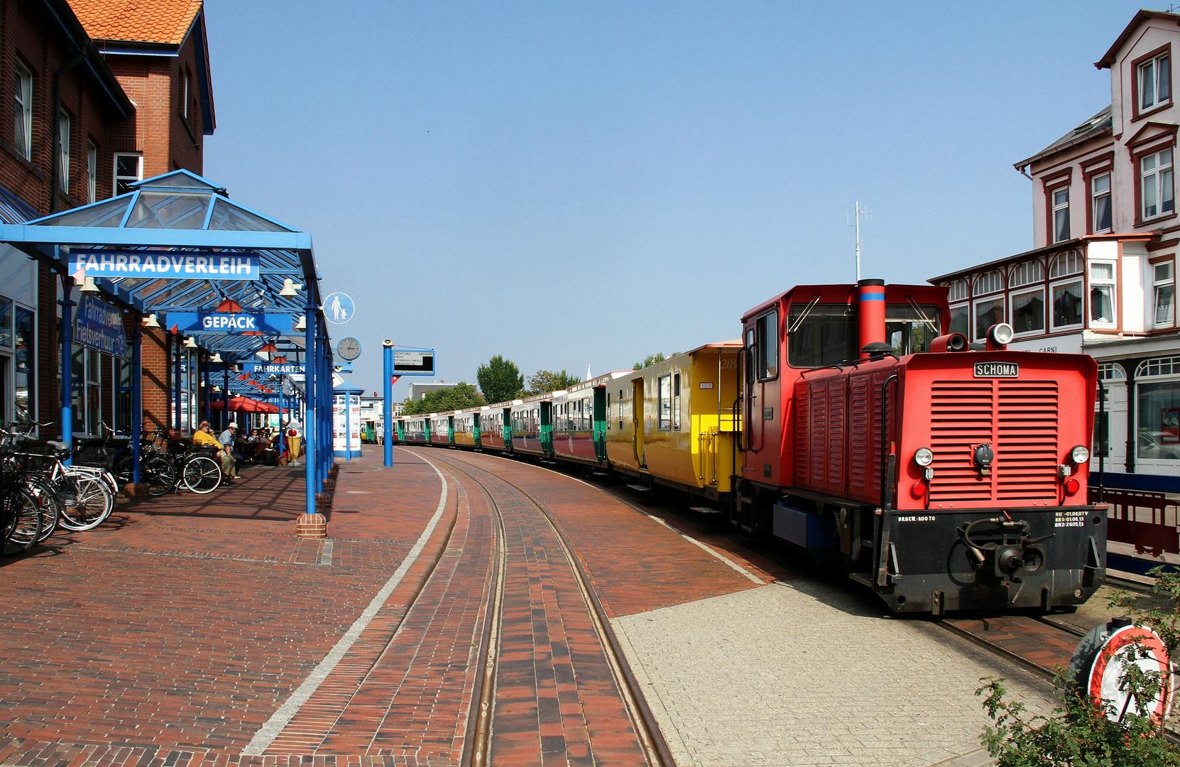 Mittagspause ... auf Borkum sind die Züge bunt !