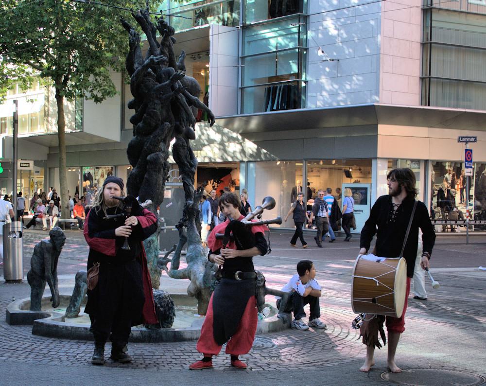 Mittelalterliches Spektakel vor dem Lammbrunnen