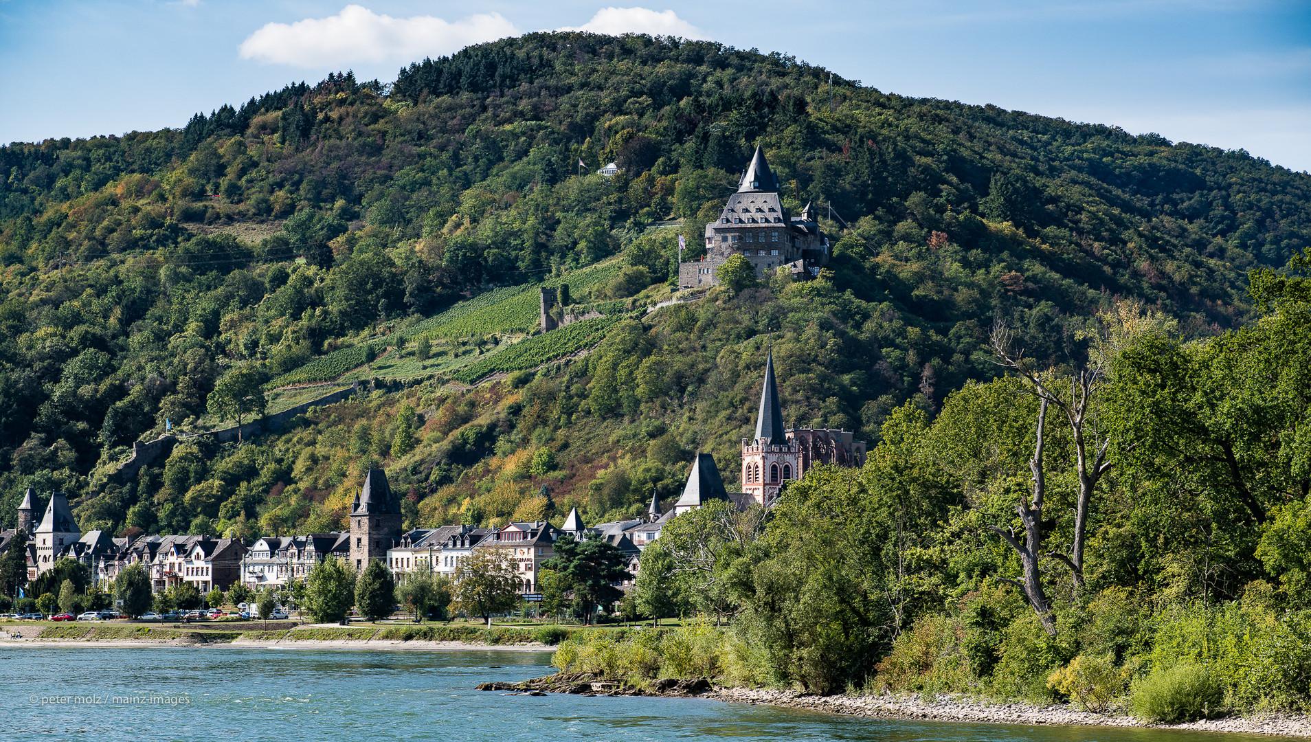 Mittelrheintal - Blick vom Rhein auf Bacharach