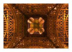 Mitten unter dem beleuchteten Eiffelturm - ganz legal!