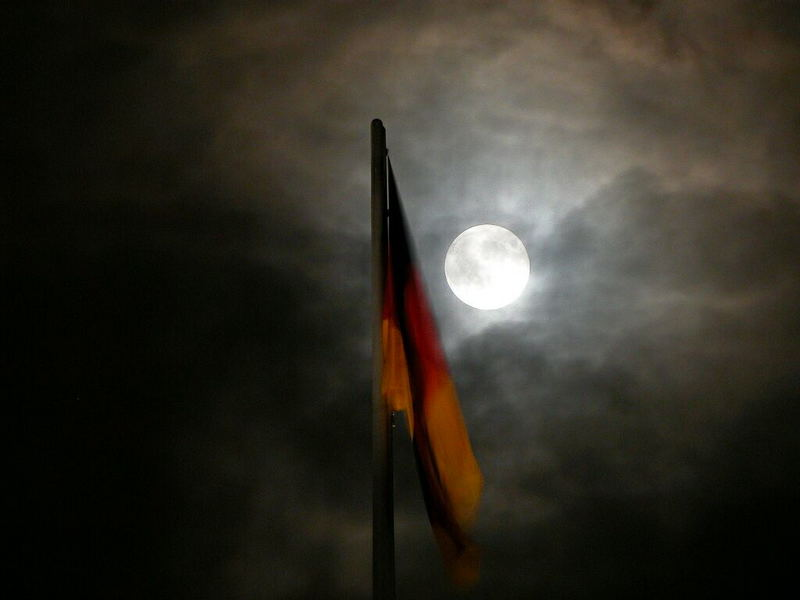 Mitternachtsstimmung über dem Parlament