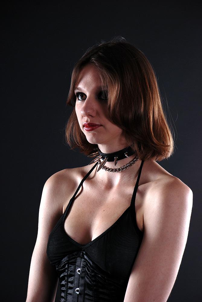 Model Blutsuess - Leicht devote schüchterne Haltung Foto