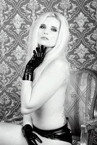 Model Jazzy Bates