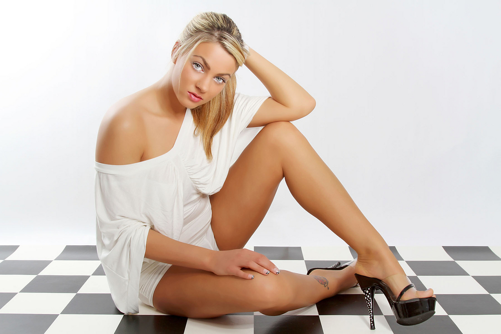 Model. Leonie Saint