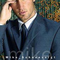 Model - Mike Schneevoigt