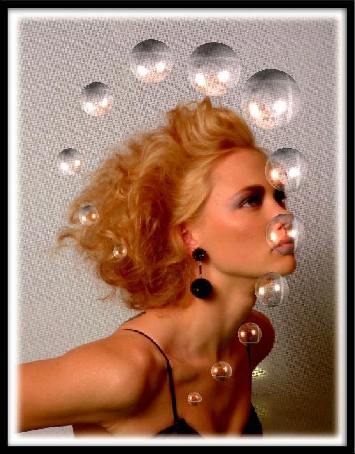 Model mit Seifenblasen