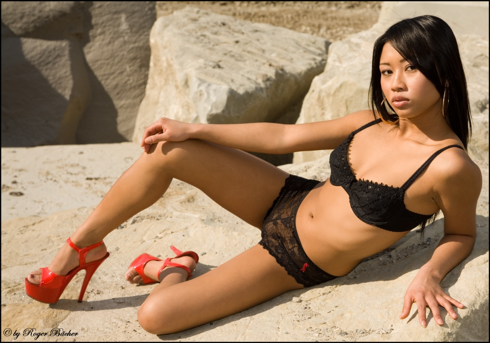 Model Sunny - black and red -