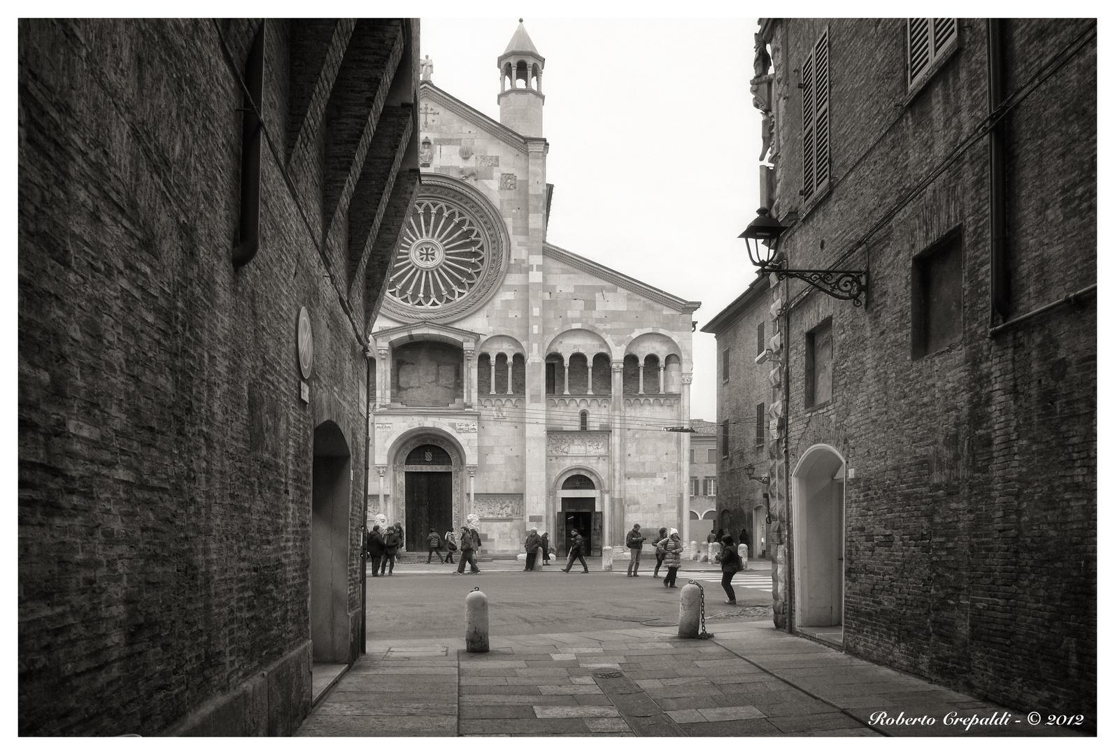 Modena, strada verso Piazza Duomo