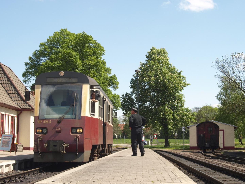 Moderne Nahverkehrstriebwagen...
