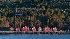 Moderne RORBUER Hütten irgendwo zwischen Bronnoysund und Rorvik (NOR)