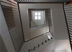 Moderne Treppenhausarchitektur in Münsters Innenstadt