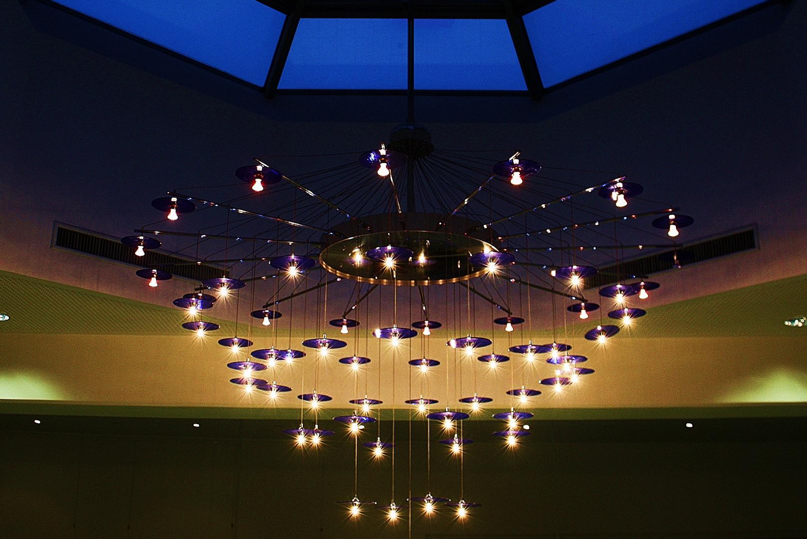 moderner kronleuchter foto bild lampen und leuchten alltagsdesign jena bilder auf. Black Bedroom Furniture Sets. Home Design Ideas