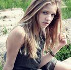 Möchte mich nochmal vorstellen..ich bin 13 und das ist mein Model(Freundin :) )