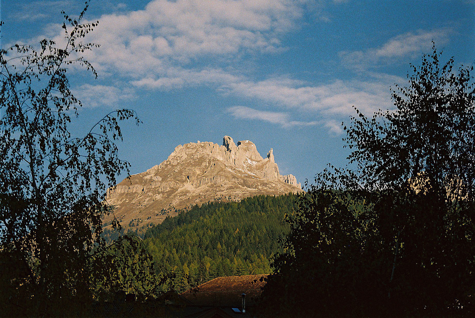Moena: - Blick auf einen Berggipfel - 2