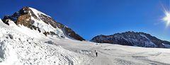 Mönch 4107 m  und Trugberg 3933 m wartet schon lange darauf gezeigt ...