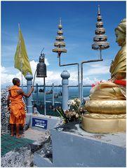 Mönch beim Läuten (2)