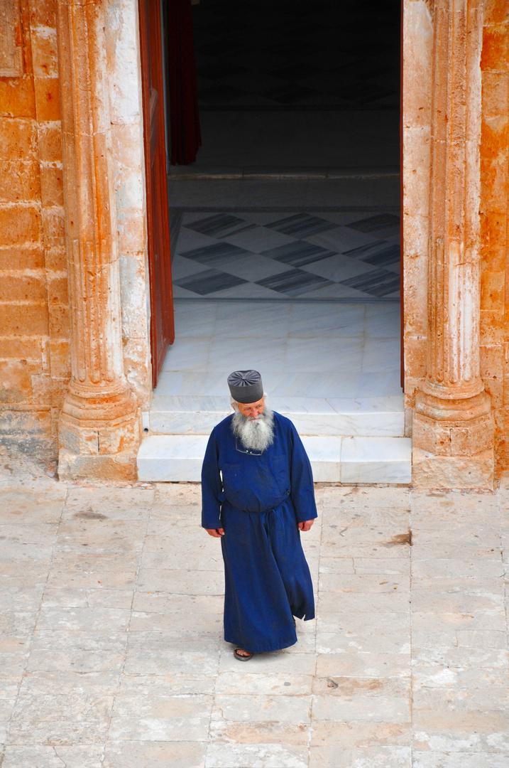 Mönch geht