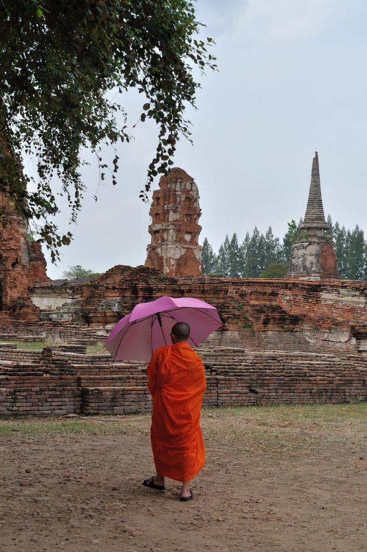 Mönch in Ayutthaya