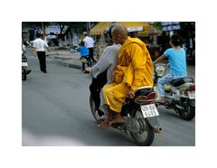 Mönch und Motorbike