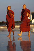 Mönche am Golden Rock