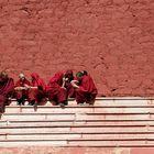 Mönche im Kloster Ganden in Tibet