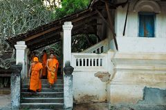 Mönche nach der Andacht