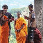 Moenche Tempel street Sri Lanka  TEXT HASS oder FREUNDE