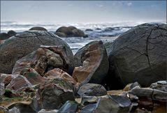 moeraki boulders in decay